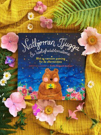 Natbjørnen Tjugga og kærlighedsblomsterne - papbog